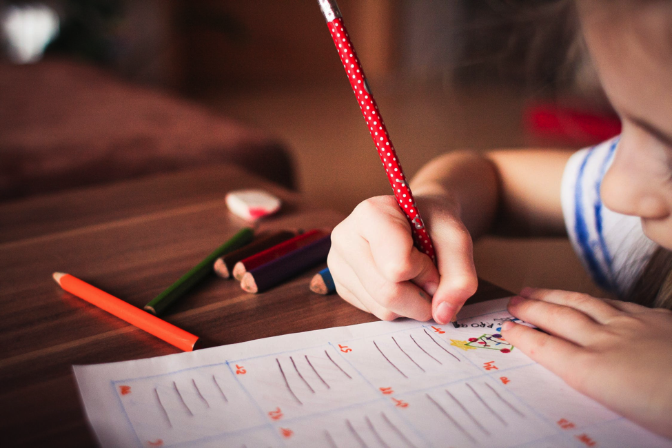 5 Simple Stress-Free Ways to Help Your Kids with Homework [Guest post]